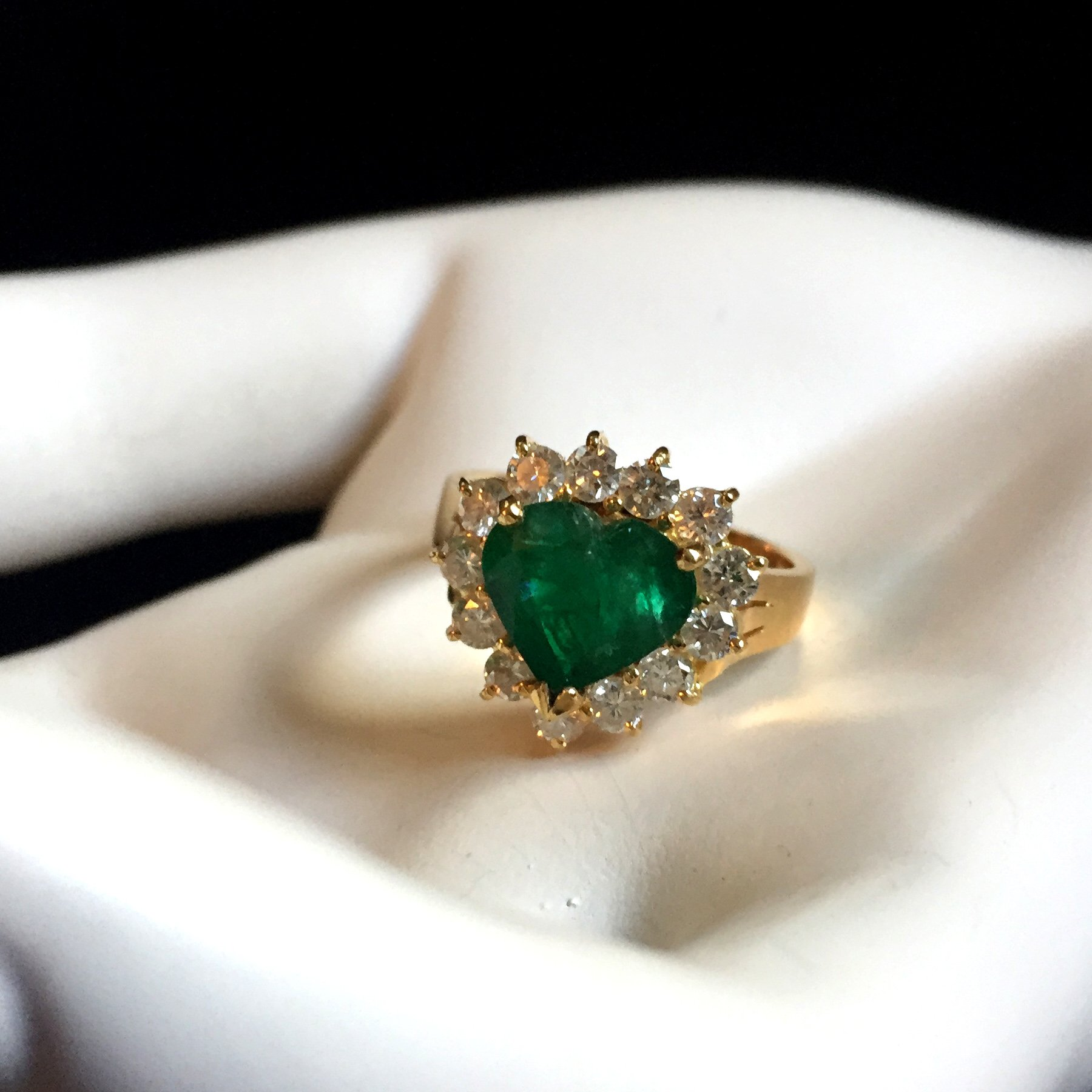 heart shape emerald diamond 18K ring @selectioncoste.com